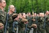 Takie są zarobki w wojsku po podwyżkach. Oto aktualne stawki. Tyle zarabia szeregowy, sierżant, major generał i inni