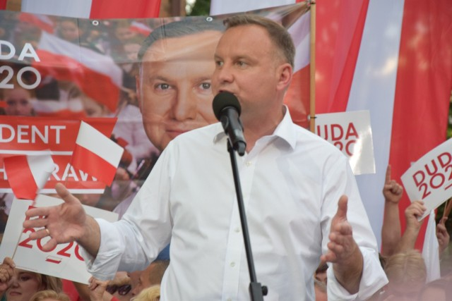 Wieczorem 2 lipca 2020 roku prezydent Andrzej Duda był w Nowej Soli. Po tej wizycie jedna z mieszkanek miała sprawę sądową o znieważenie prezydenta, a miesiącami trwało komentowanie powrotnego lotu prezydenta do Warszawy.