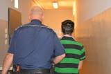 Gdynia: Zatrzymani przez policję za posiadanie narkotyków. Jeden ledwo trzymał się na nogach. Inny leżał na chodniku i krzyczał