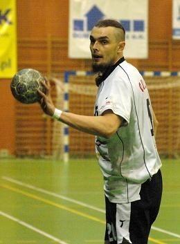 Leworęczny Jarosław Galus zdobył w końcówce meczu dwa cenne gole dla AZS AWF