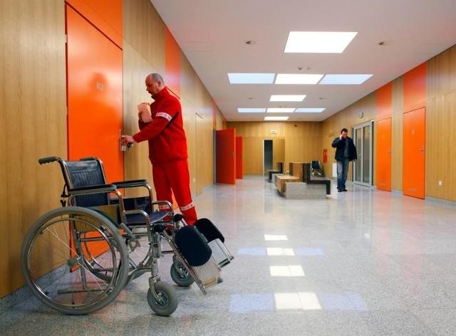 - W sytuacjach epidemii szpitale organizują nowe miejsca izolacyjne, które są błyskawicznie wyposażane w sprzęt i najpotrzebniejsze środki medyczne! Z zebranych środków sukcesywnie będziemy doposażać, zgłaszające zapotrzebowanie, polskie oddziały zakaźne - wyjaśniają organizatorzy zbiórki.
