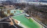 Krakowska laguna powstała w Czyżynach. Kolor? Prawie Zanzibar! Tak zmienia się Park Lotników Polskich. Zdjęcia z drona