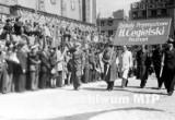 Z archiwum MTP: Zobacz pochód pierwszomajowy z 1949 roku w Poznaniu! [ZDJĘCIA]
