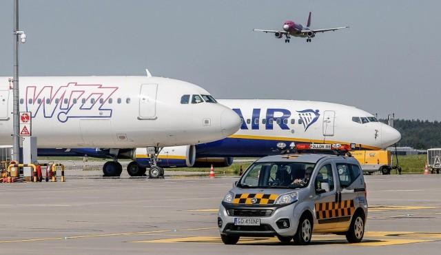 Pijany mężczyzna na gdańskim lotnisku wyprowadzony z samolotu przez Straż Graniczną. Miał ponad 2 promile alkoholu