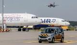 Pijany mężczyzna wyprowadzony z samolotu przez Straż Graniczną na gdańskim lotnisku. Miał ponad 2 promile alkoholu. Został ukarany mandatem