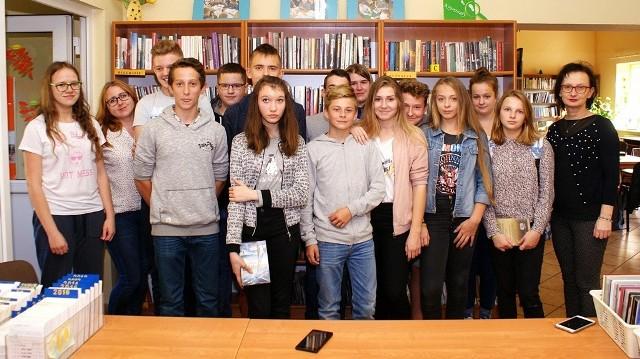 Uczestnicy lekcji bibliotecznej - gimnazjaliści z Rudy.