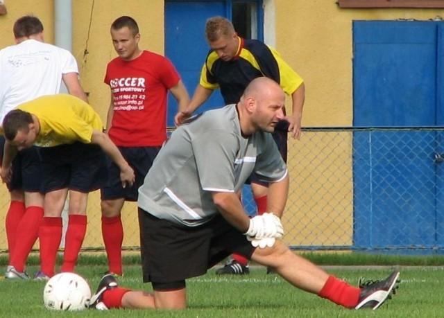 Doświadczony bramkarz Jacek Banaszyński znowu pojawił się na piłkarskim boisku. Zagrał w dwóch zwycięskich sparingach Tura Bielsk Podlaski.