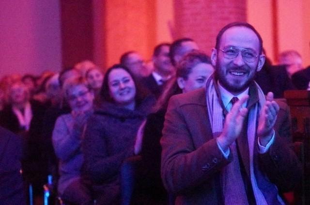 """Noworoczny koncert """"Świecie nasz"""" odbył się w piątkowy wieczór, 17 stycznia w kościele pw. Najświętszego Serca Pana Jezusa w Żarach. W ławach jak zwykle zasiadło około tysiąca osób"""