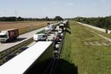 Karambol pięciu samochodów na A4 pod Wrocławiem. Korek jest coraz dłuższy