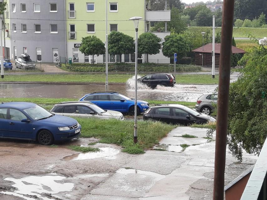 Wrocławskie ulice są zalewane po każdym dużym deszczu. Jaka jest przyczyna?