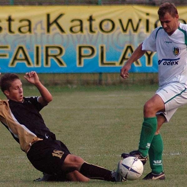 """Piłkarze """"stalówki"""" poza własnym boiskiem grają bardzo słabo. W Katowicach przegrali 0-2."""