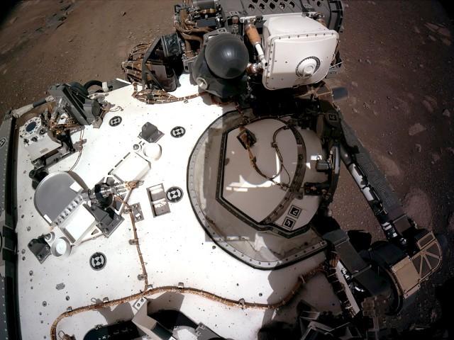 Łazik Perseverance nadaje z Marsa. Zobacz pierwsze nagrania wideo z Czerwonej Planety opublikowane przez NASA