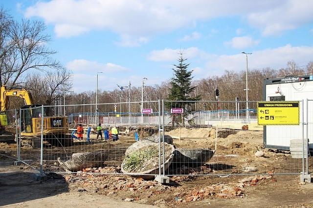 Przejdź do galerii i zobacz zdjęcia z prowadzonych prac przy budowie nowego dworca kolejowego w Kraśniku.