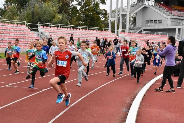 W ramach tegorocznej edycji biegów Orange Run Grand Prix Inowrocławia na krótszych dystansach rywalizowały dzieci, a także młodzież. Zawodnicy w zależności od kategorii wiekowej do pokonania mieli dystanse - 100, 400, 880 lub 1000 metrów