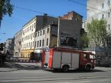 Mieszkańcy wezwali policję i straż pożarną, bo myśleli że kamienica przy ul. 6 Sierpnia się wali [zdjęcia]