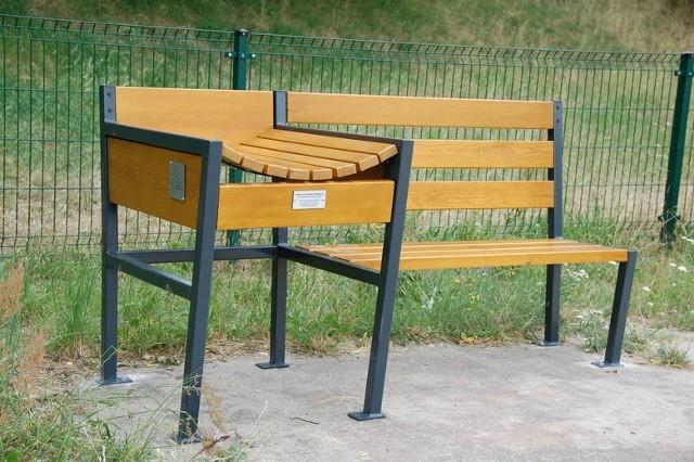 A takie ławki z przewijakami powstały już w Parku Piastowski, Kolejarza i na Kaczym Dole