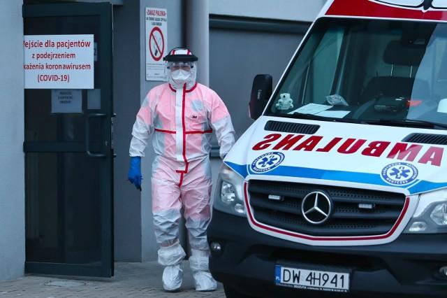 Szpital w Puszczykowie potwierdza - zarażona to pielęgniarka.