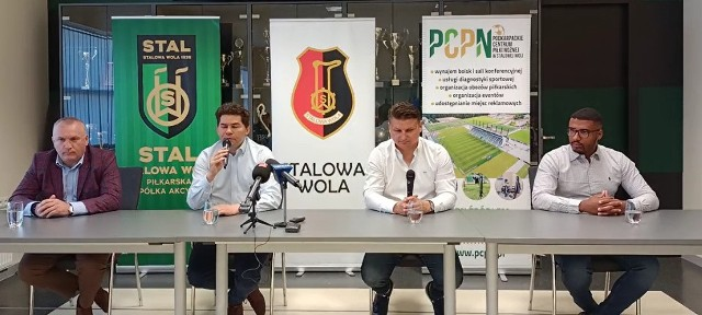 Siedzą od lewej: Stanisław Sobieraj, Lucjusz Nadbereżny, Marek Citko, Roland Thomas