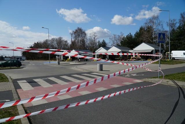 Inicjatorem zamknięcia parkingów przed poznańskimi cmentarzami jest policja.Przejdź do kolejnego zdjęcia --->