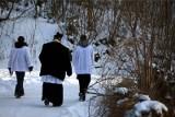 Według Polaków księża nie powinni brać pieniędzy podczas kolędy