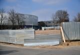 """Budowa bloku mieszkalnego obok Centrum Handlowego """"Przy Struga"""" w Radomiu. Zobacz zdjęcia"""
