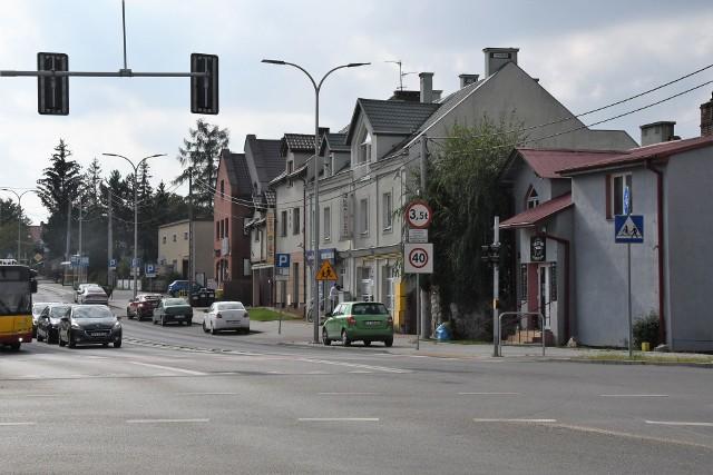 """Oto 12 część naszego cyklu prezentującego kieleckie dzielnice. Dziś Baranówek – część Kielc na południowych obrzeżach. Na Baranówku przeważa zabudowa jednorodzinna, choć ostatnio budowanych jest tu wiele apartamentowców. W tej dzielnicy są piękne tereny rekreacyjne.  Na zdjęciu widok na Baranówek od skrzyżowania ulic księdza Piotra Ściegiennego i WapiennikowejZOBACZ WIĘCEJ ZDJĘĆ NA KOLEJNYCH SLAJDACH>>>Zobaczcie poprzednie odcinki z cyklu tajemnice osiedli:Odcinek 1 - SadyOdcinek 2 - SzydłówekOdcinek 3 - UroczyskoOdcinek 4 - Pod DalniąOdcinek 5 - Słoneczne WzgórzeOdcinek 6 - Osiedle JagiellońskieOdcinek 7 - Osiedle CzarnówOdcinek 8 - Czarnów """"medyczny""""Odcinek 9 - Sieje-Odcinek 10 - Zagórska PołudnieOdcinek 11 - Barwinek"""