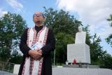 Lublin. Modlitwa pojednania przy pomniku Emiliana Kowcza na Majdanku. Zobacz
