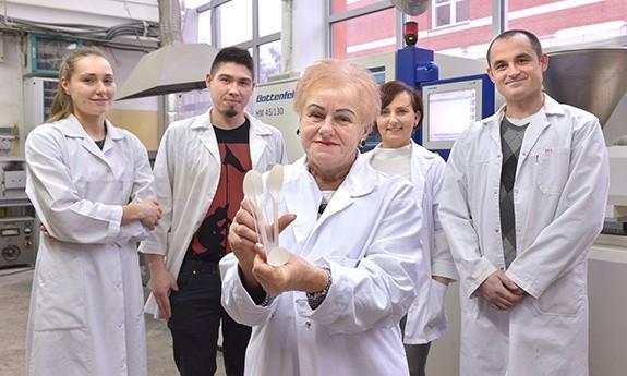 Naukowcy z Politechniki Gdańskiej stworzyli wynalazek do produkcji ekologicznych produktów jednorazowego użytku