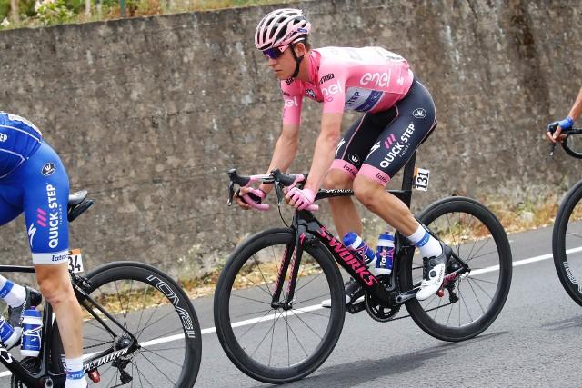 Na razie różową koszulkę lidera wkłada Bob Jungels (Quick-Step Floors), który był też liderem w ubiegłym roku i wcale nie tak łatwo było odebrać mu prowadzenie w klasyfikacji generalnej