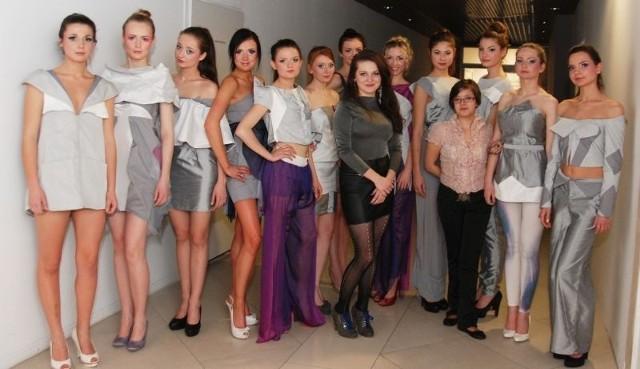 Modelki zaprezentowały odzież damską o charakterze wieczorowo - awangardowym, autorstwa Żanety Głowackiej.