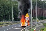 Pożar auta na łączniku dojazdowym do trasy S3 w okolicach Skwierzyny. Słup dymu widoczny był na kilka kilometrów