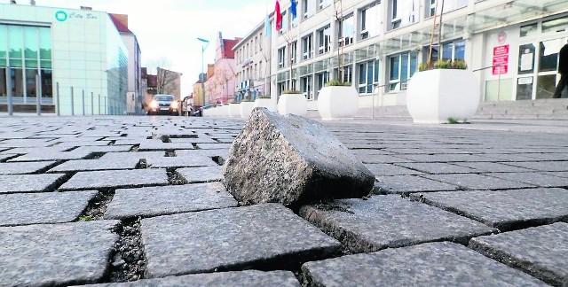 Gołym okiem widać, że ulica w centrum Koszalina wymaga poprawek