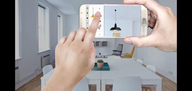 ZOOM AR (od firmy ZOOM Wojciech Smykowski) czyli innowacyjne oprogramowanie (w formie aplikacji/lub widgetu) do prezentacji dowolnych przedmiotów w rozszerzonej rzeczywistości (AR).