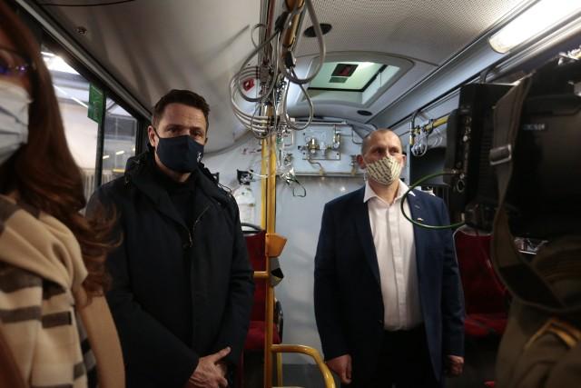 Stołeczne autobusy MZK wyposażone w butle tlenowe gotowe do transportu chorych