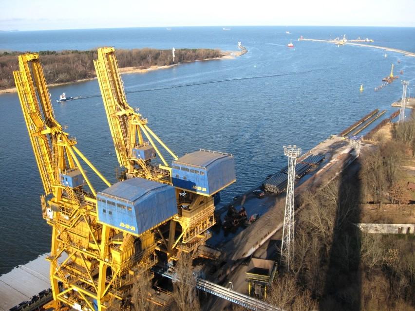 Świnoujście: Pogłębią tor i port urośniePogłębienie toru wodnego sprawi, że lepiej zostaną wykorzystane możliwości portu w Świnoujściu.