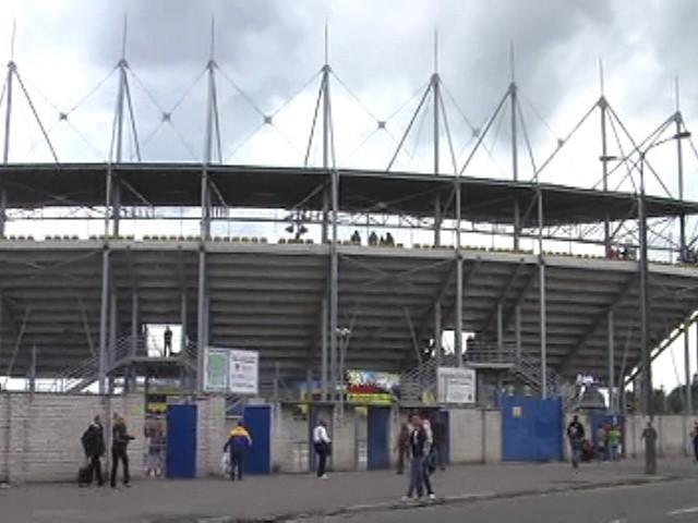 Ok. 16.30-17.00 na stadionie była zaledwie garstka ludzi, a pod może kilkadziesiąt osób.