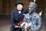 Kwiaty i maseczka dla Władysława Reymonta. Marcel Szytenchelm pamiętał o 95-tej rocznicy śmierci pisarza