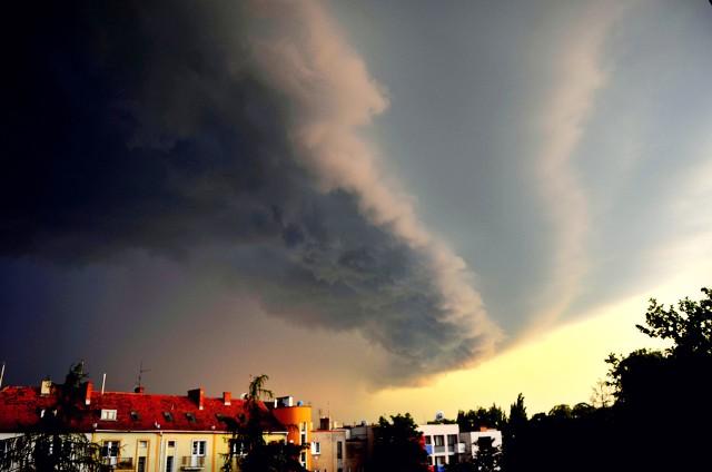 IMGW - ostrzeżenia przed burzami i intensywnymi opadami deszczu oraz silnym wiatrem. Poniedziałek, 29 czerwca 2020