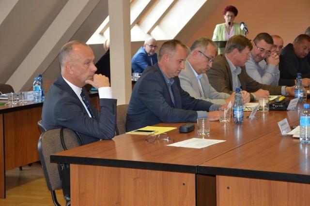 Na sesję przyszli wszyscy radni opozycji.