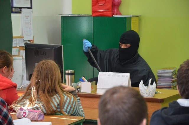 Spotkanie odbyło się na zaproszenie wychowawczyni klasy oraz dyrekcji szkoły.