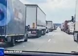 Korytarz życia po horyzont. Policjanci chwalą kierowców jadących autostradą A2