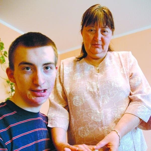 - Wierzę, że Bóg postawi na naszej drodze ludzi dobrego serca, którzy nam pomogą - mówi Halina Mocarska, mama Grzesia.