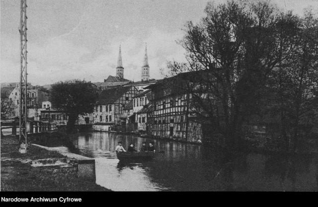 Zdjęcia zostały wykonane w latach 1920-1939 i pochodzą z bazy Narodowego Archiwum Cyfrowego.