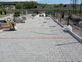 Nowy parking powstaje przy hali widowiskowej w Pińczowie. Będzie około 40 nowych miejsc parkingowych