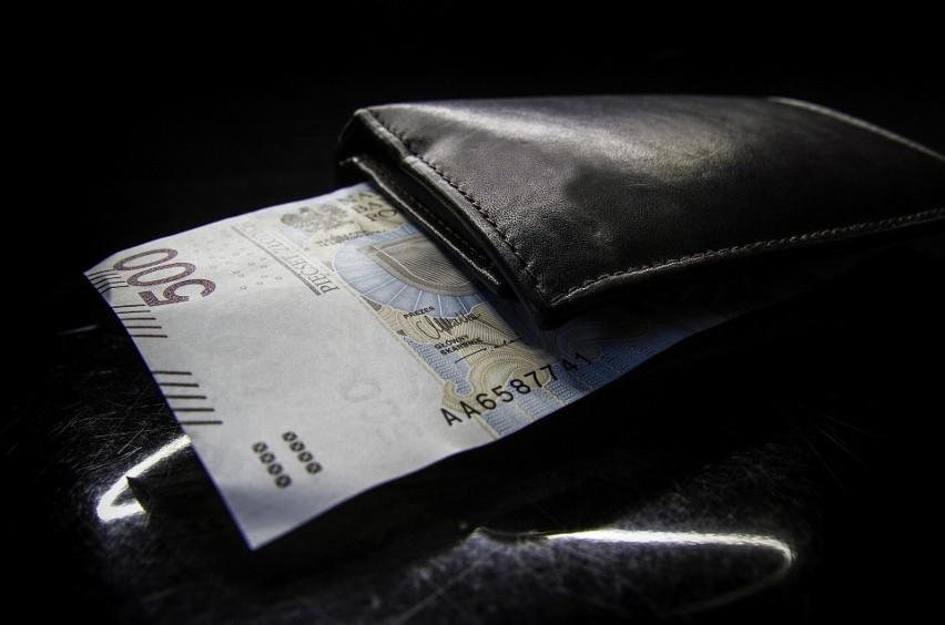 W 2021 roku najniższa krajowa wynosi 2800 złotych brutto....