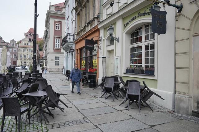 Lokale gastronomiczne od końca października pozostają zamknięte, serwując jedynie dania na wynos. Wiele z nich z powodu problemów finansowych może nie przetrwać do ponownego otwarcia.