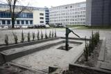 Kraków. Kuriozalna studnia - utopiona w betonie. Uczelnia wyjaśnia [ZDJĘCIA]