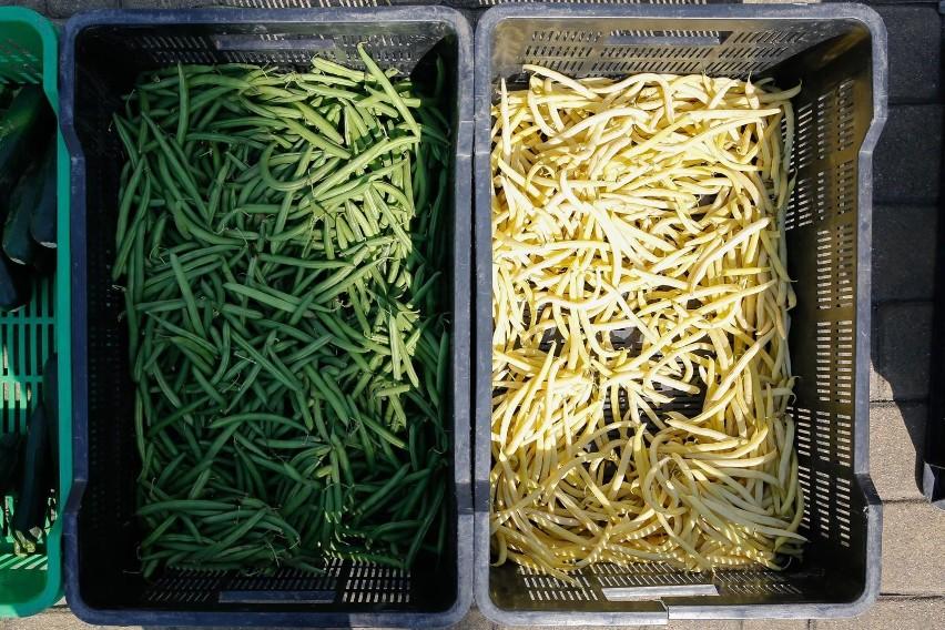 O przeszło 35 proc. więcej trzeba było zapłacić za fasolę szparagową. Natomiast wzrosty wynoszące niemal 13 proc. odnotowano w przypadku cukinii i ogórków.