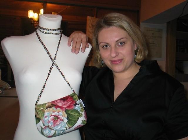 Głogowianka Anna Jastrzębska - Wieczerza robi torebki własnoręcznie. Od początku do końca te niepowtarzalne cuda są dziełem jej własnych rąk.
