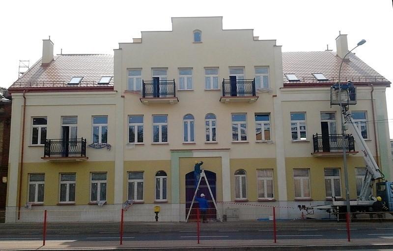 Ul. Sienkiewicza 112. Kamienica zmienia kolor